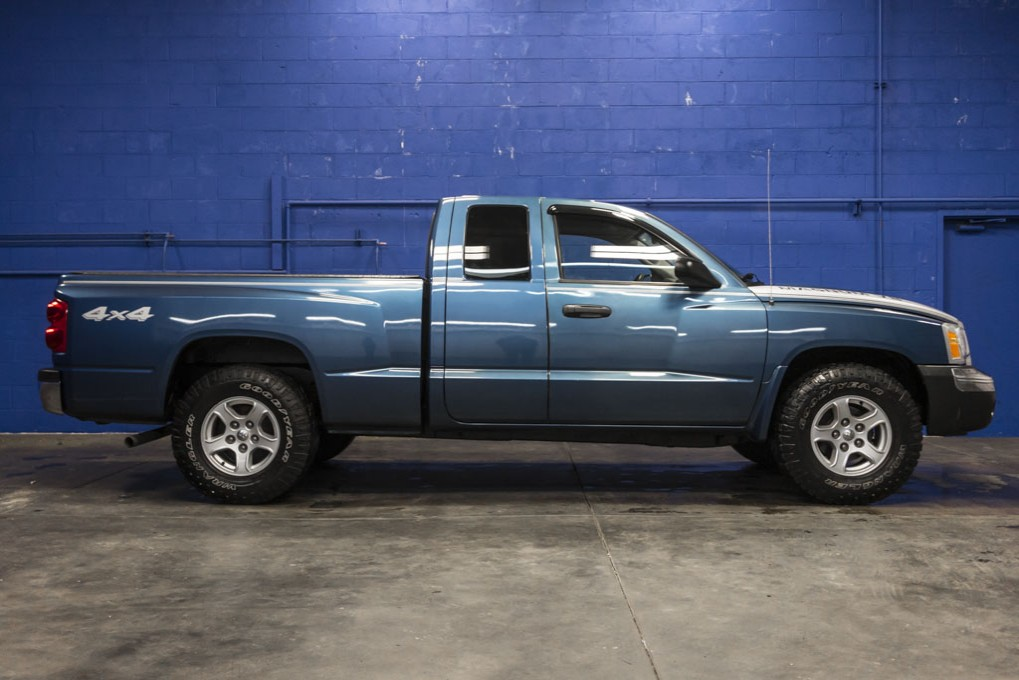 used 2005 dodge dakota slt 4x4 truck for sale 26553a. Black Bedroom Furniture Sets. Home Design Ideas