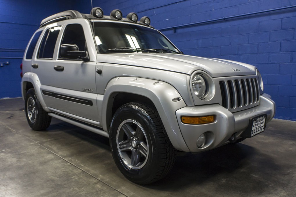 used 2004 jeep liberty renegade 4x4 suv for sale 31908. Black Bedroom Furniture Sets. Home Design Ideas