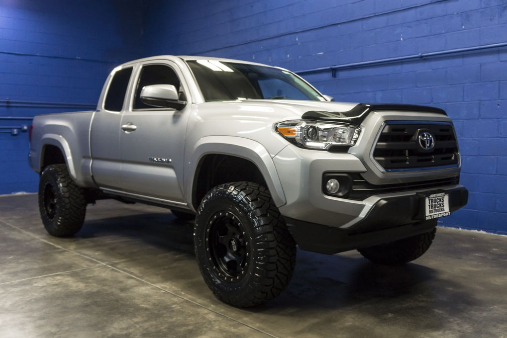 used lifted 2016 toyota tacoma sr5 4x4 truck for sale 33409. Black Bedroom Furniture Sets. Home Design Ideas