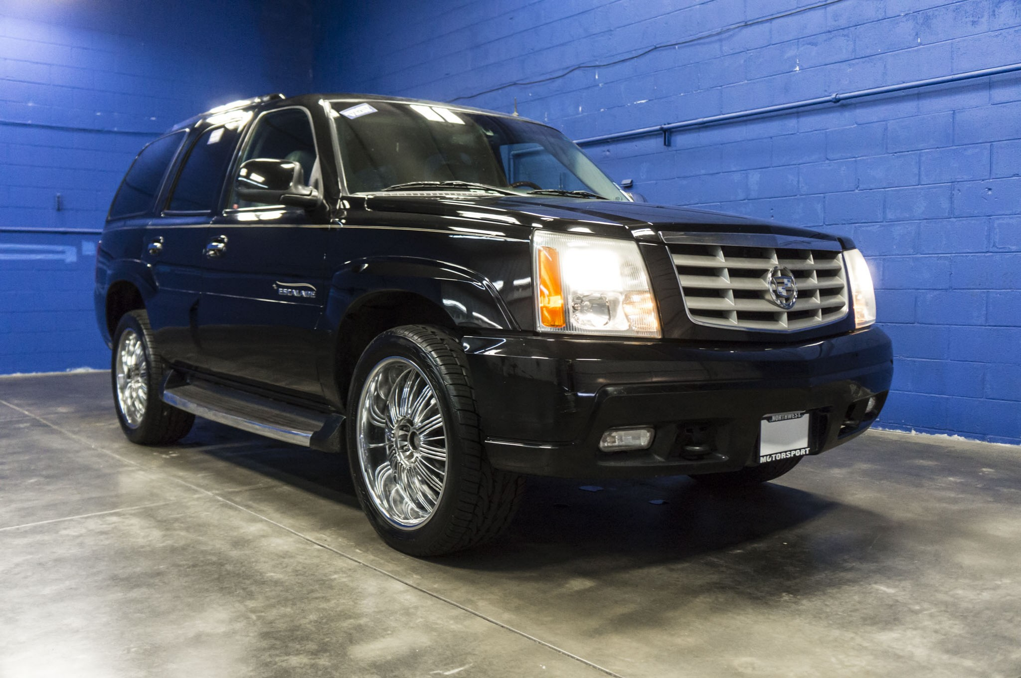 used 2002 cadillac escalade luxury awd suv for sale 33946b. Black Bedroom Furniture Sets. Home Design Ideas