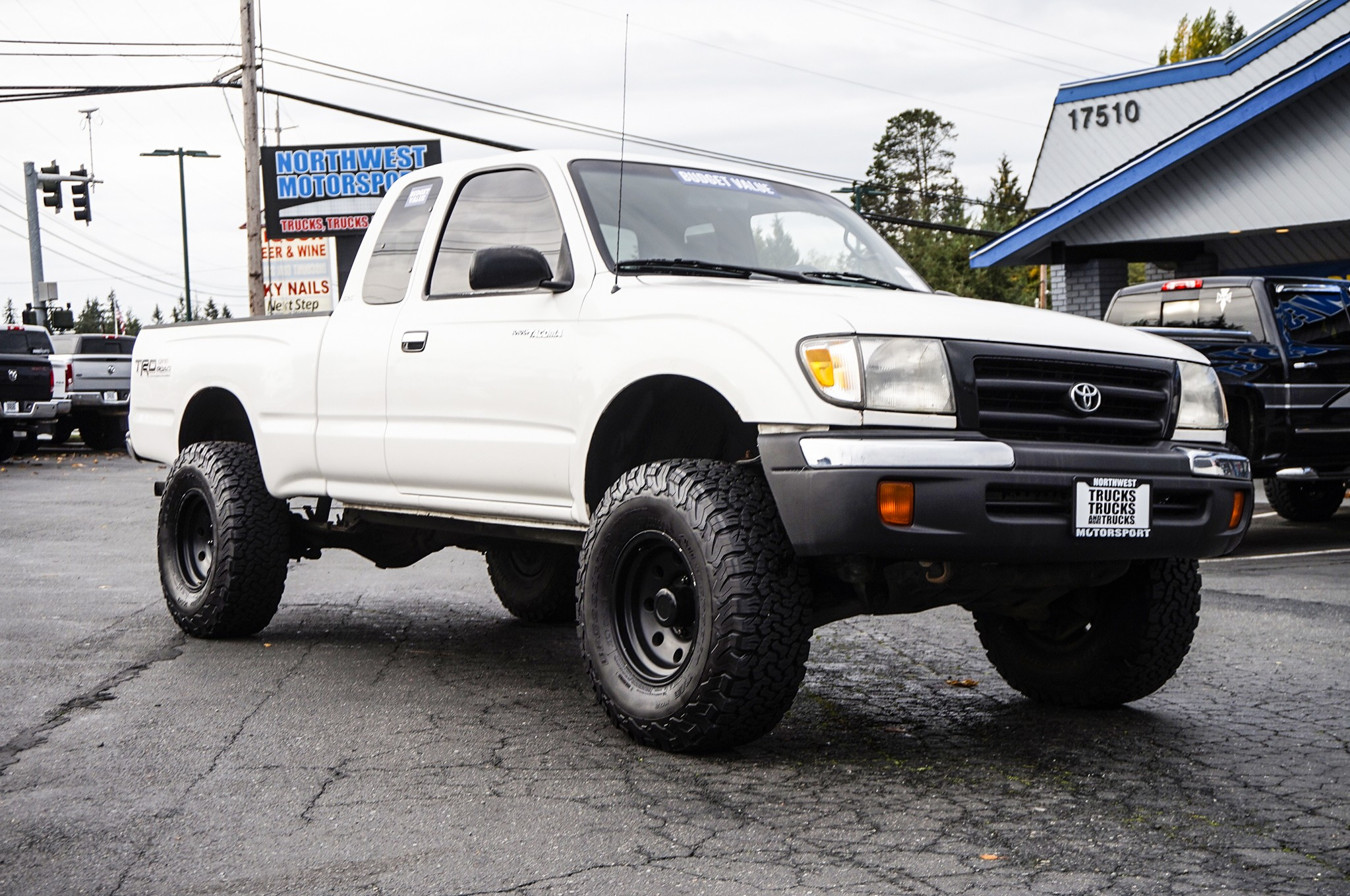 used lifted 1999 toyota tacoma sr5 4x4 truck for sale 34306b. Black Bedroom Furniture Sets. Home Design Ideas