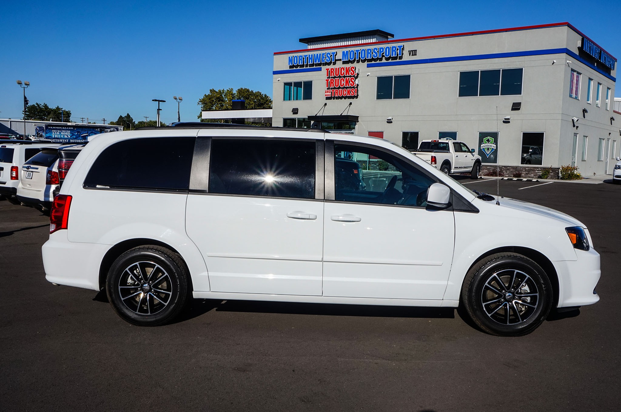 used 2016 dodge grand caravan rt fwd minivan van for sale 34532. Black Bedroom Furniture Sets. Home Design Ideas