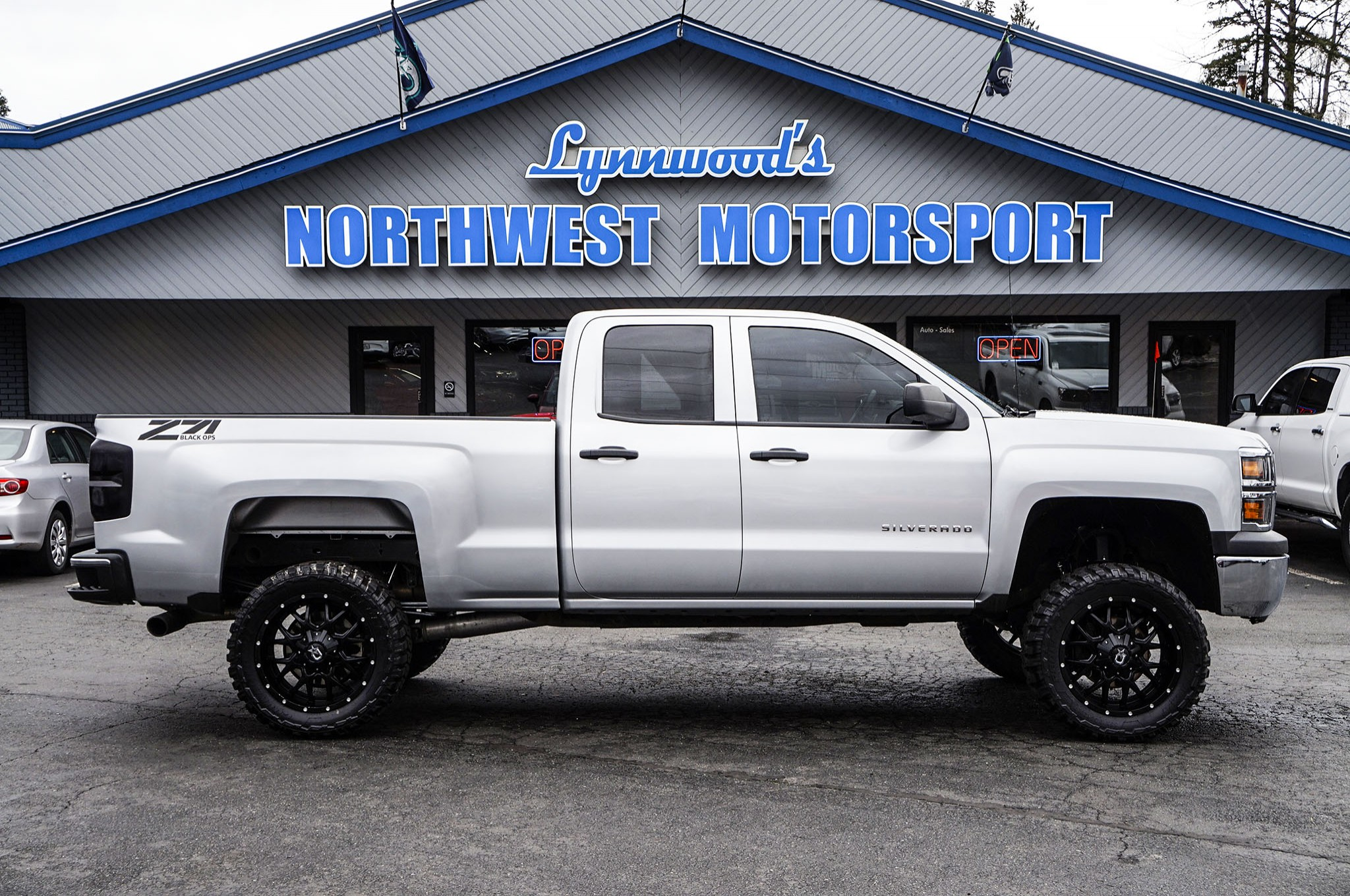 used lifted 2015 chevrolet silverado 1500 z71 4x4 truck for sale 35053c. Black Bedroom Furniture Sets. Home Design Ideas