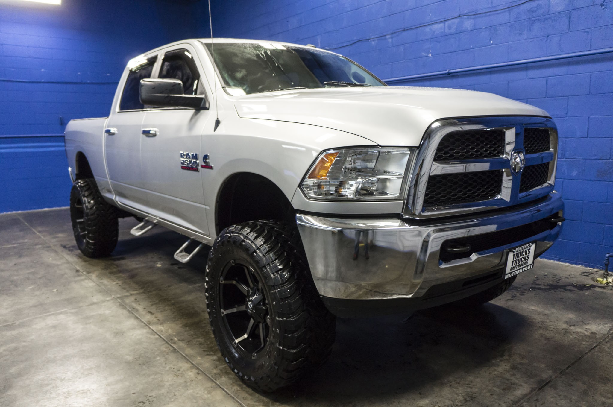 used lifted 2013 dodge ram 2500 slt 4x4 diesel truck for sale 35517. Black Bedroom Furniture Sets. Home Design Ideas
