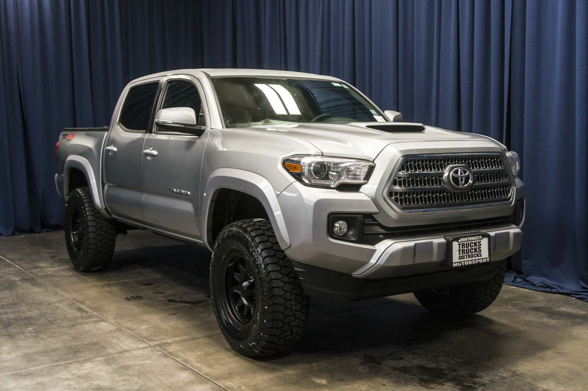 used lifted 2016 toyota tacoma trd sport 4x4 truck for sale 36779. Black Bedroom Furniture Sets. Home Design Ideas
