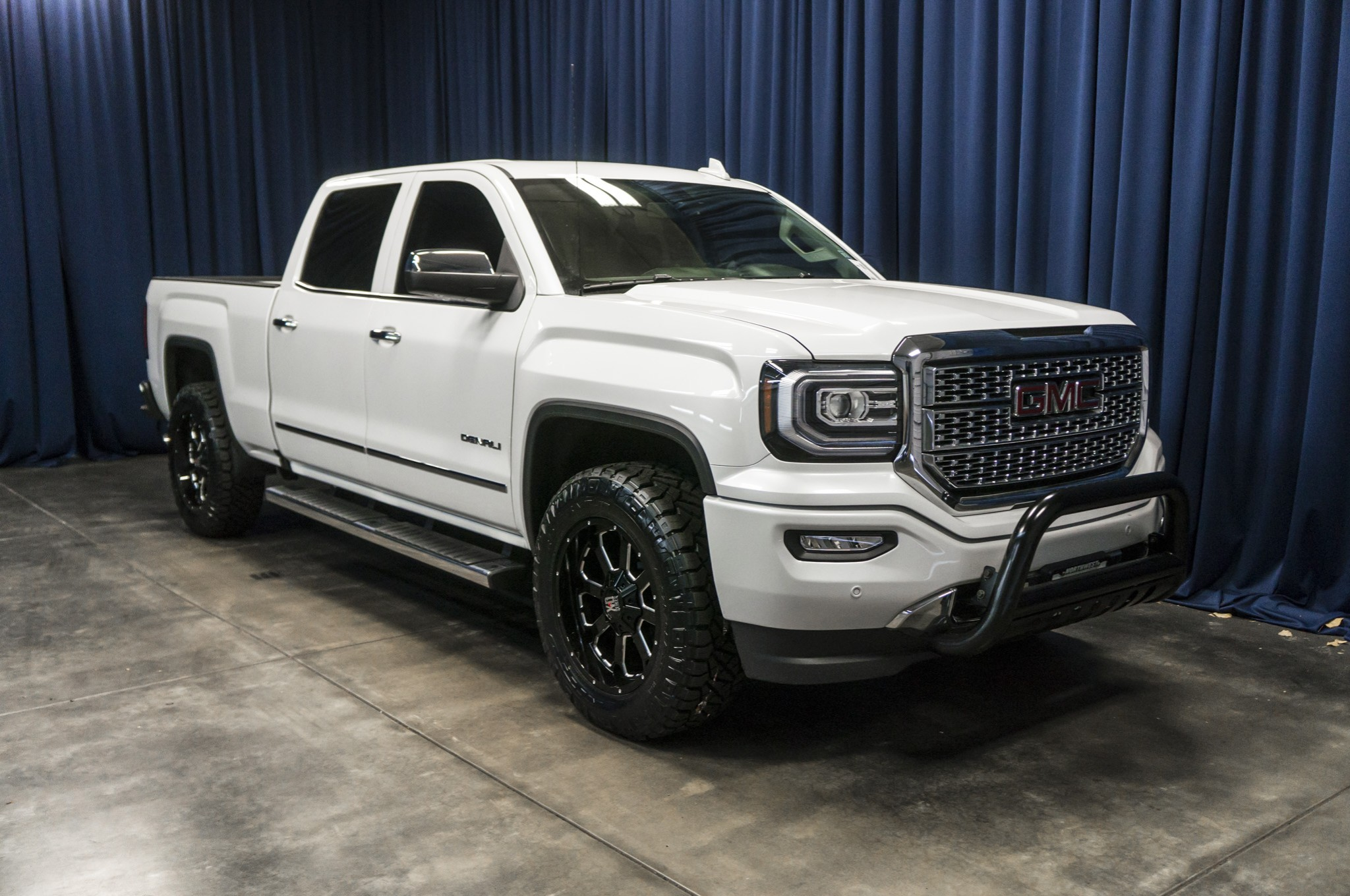 used lifted 2016 gmc sierra 1500 denali 4x4 truck for sale 36884. Black Bedroom Furniture Sets. Home Design Ideas