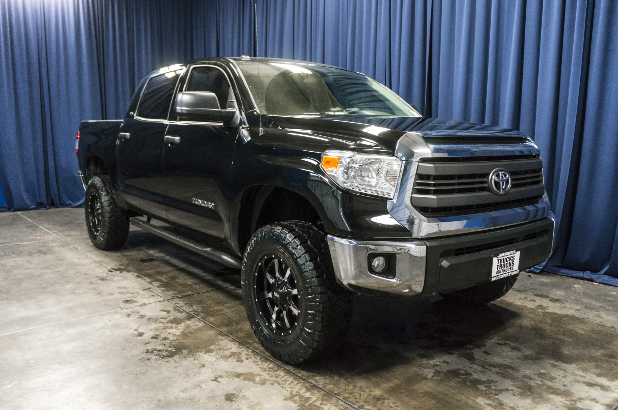 used lifted 2015 toyota tundra sr5 4x4 truck for sale 36927. Black Bedroom Furniture Sets. Home Design Ideas