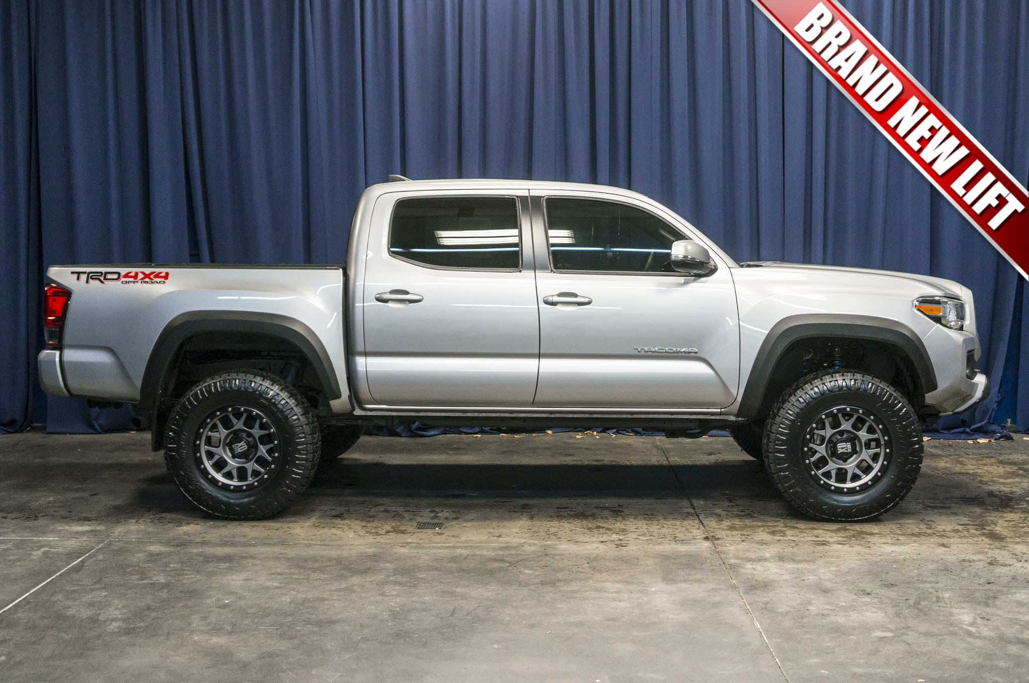 used lifted 2016 toyota tacoma trd 4x4 truck for sale 36962. Black Bedroom Furniture Sets. Home Design Ideas
