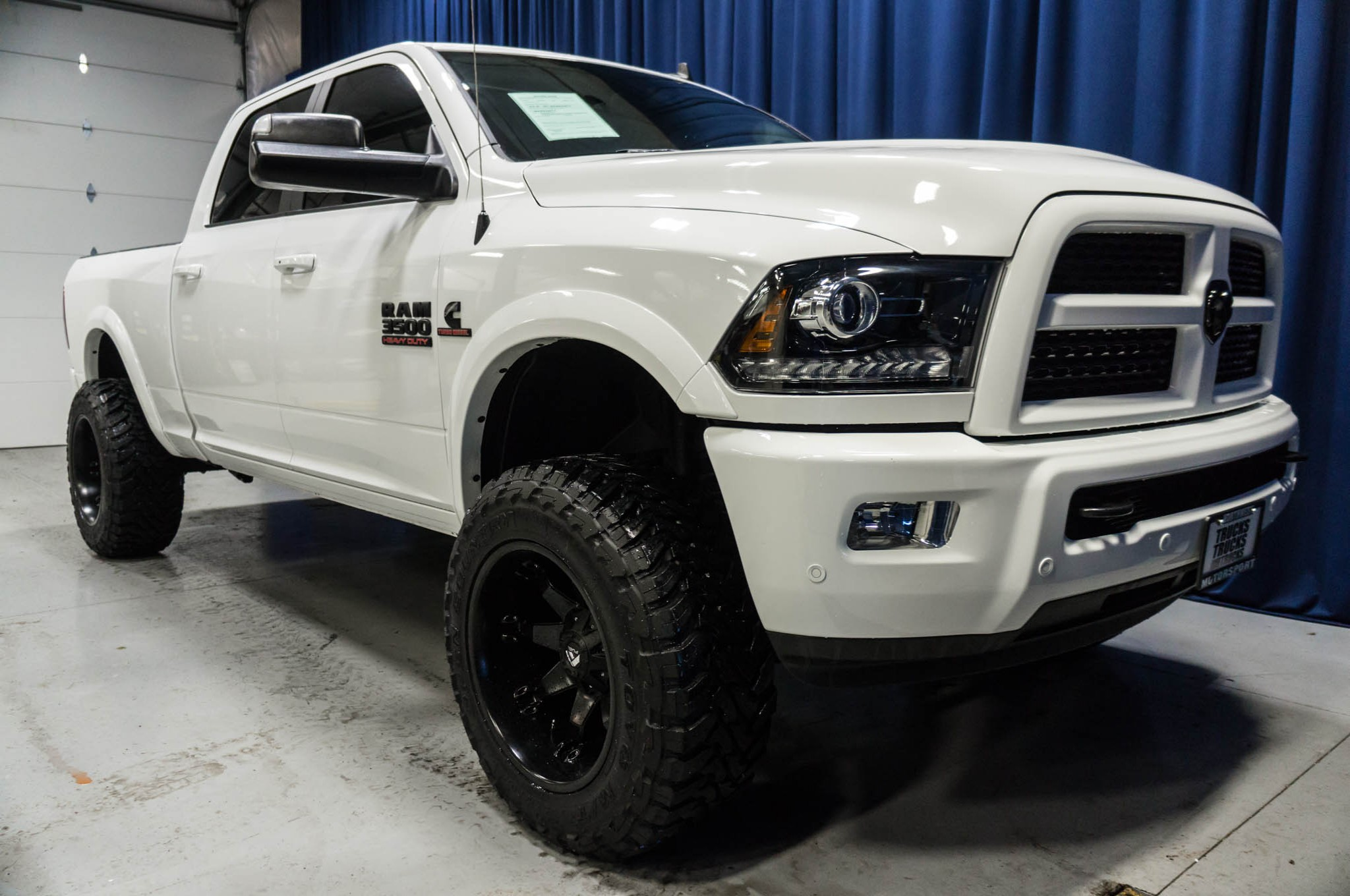 used lifted 2016 dodge ram 3500 laramie 4x4 diesel truck for sale 37083a. Black Bedroom Furniture Sets. Home Design Ideas