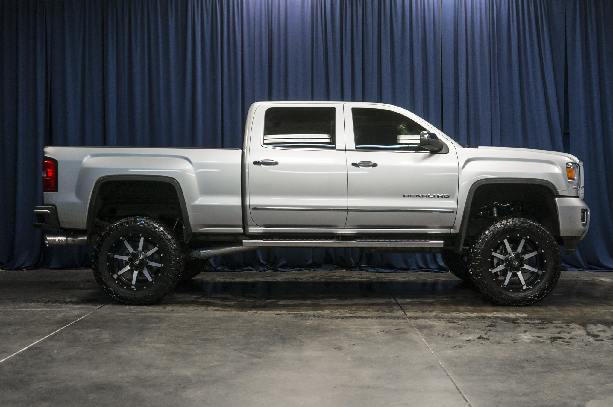 used lifted 2015 gmc sierra 2500hd duramax 4x4 diesel truck for sale 37210. Black Bedroom Furniture Sets. Home Design Ideas
