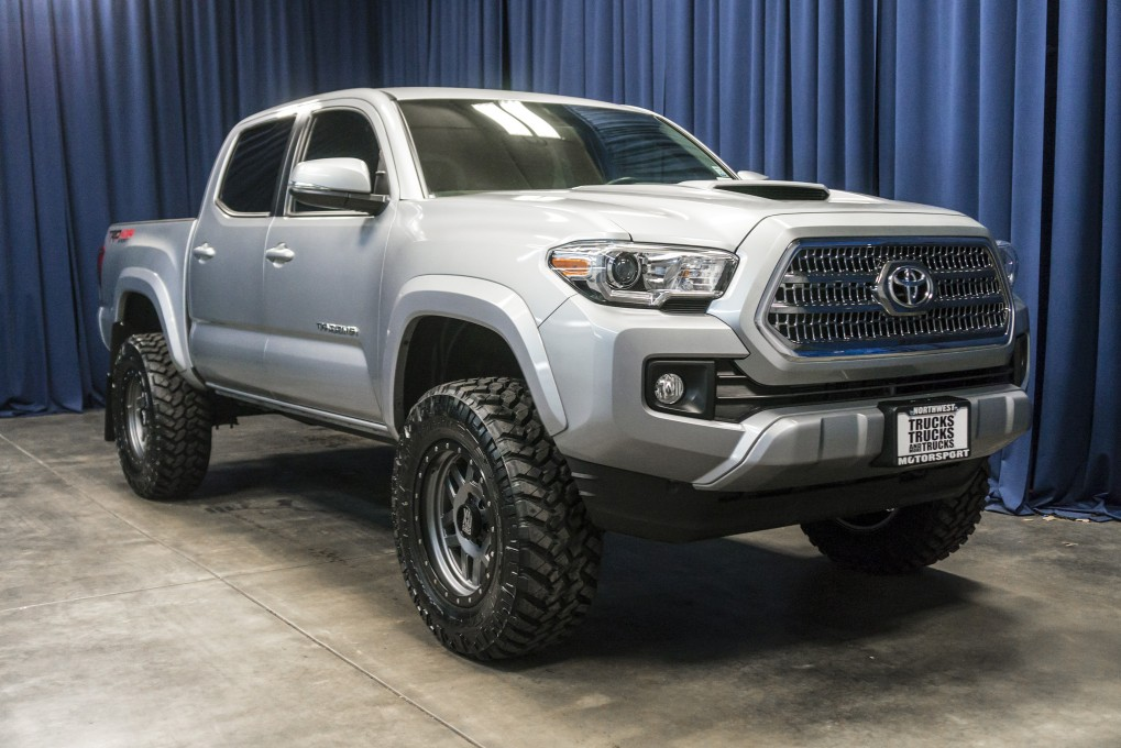 used lifted 2016 toyota tacoma trd sport 4x4 truck for sale 37301. Black Bedroom Furniture Sets. Home Design Ideas