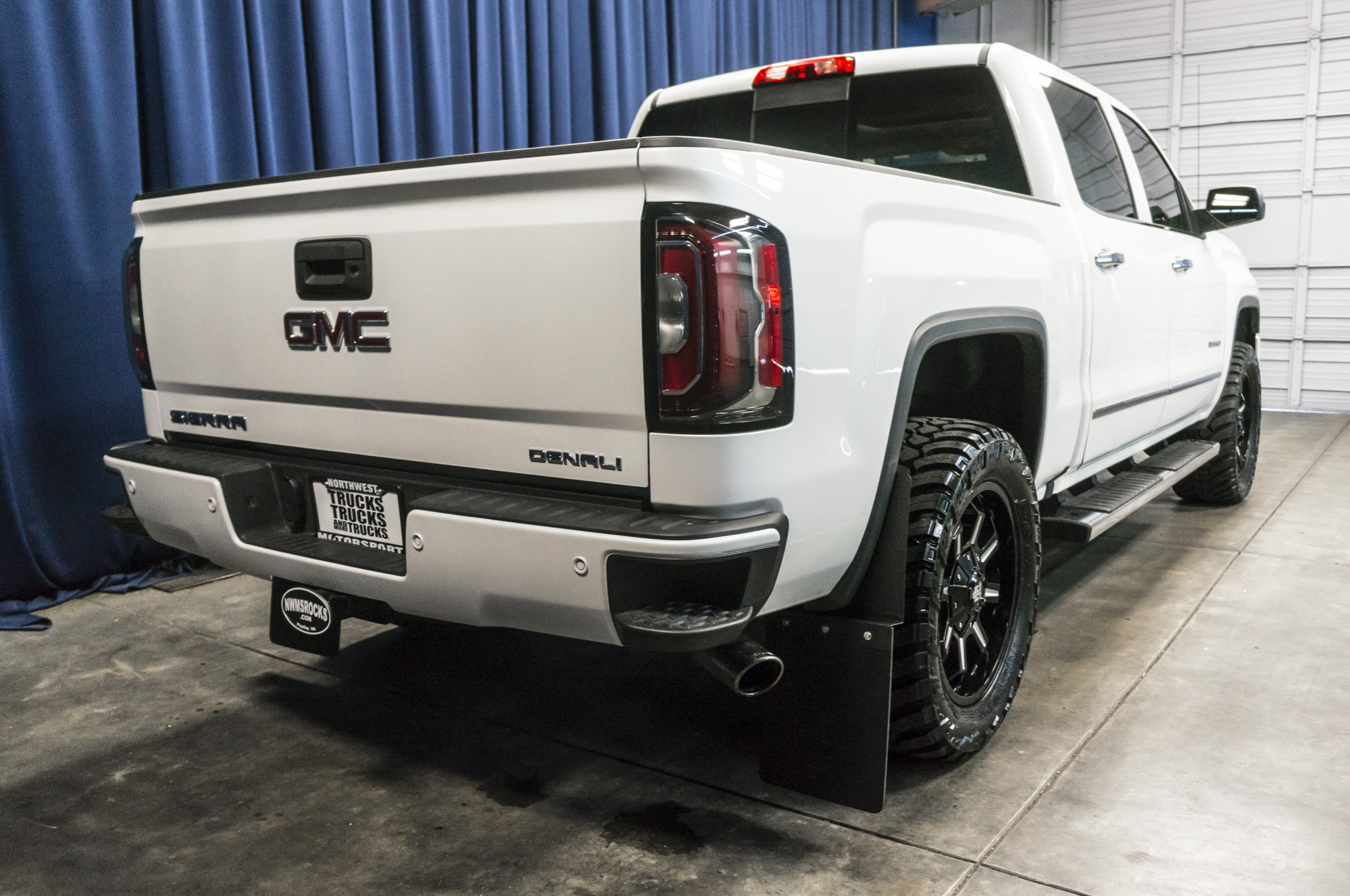 used lifted 2016 gmc sierra 1500 denali 4x4 truck for sale 37655. Black Bedroom Furniture Sets. Home Design Ideas
