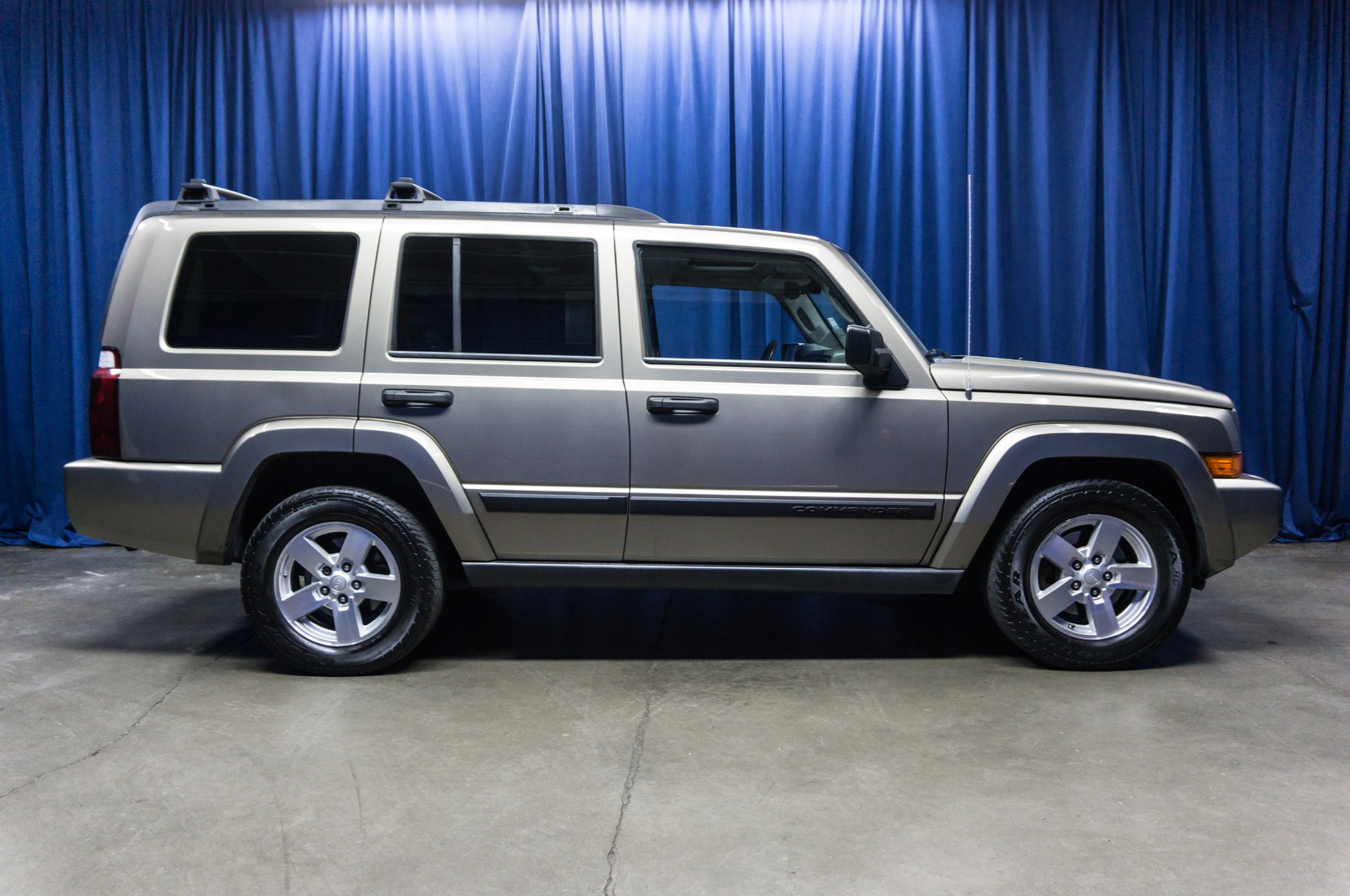 used 2005 jeep commander 4x4 suv for sale 38074b. Black Bedroom Furniture Sets. Home Design Ideas