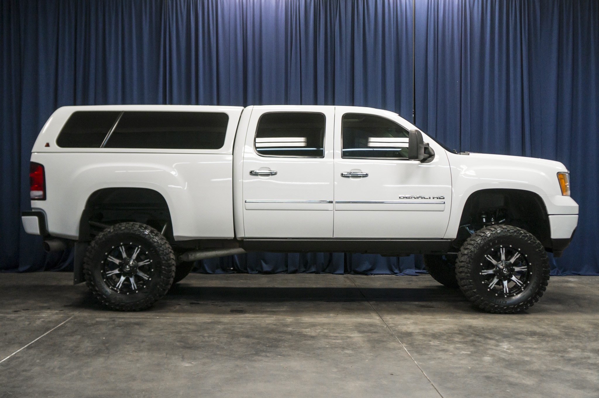 used lifted 2011 gmc sierra 2500 denali hd 4x4 diesel truck for sale 38082. Black Bedroom Furniture Sets. Home Design Ideas