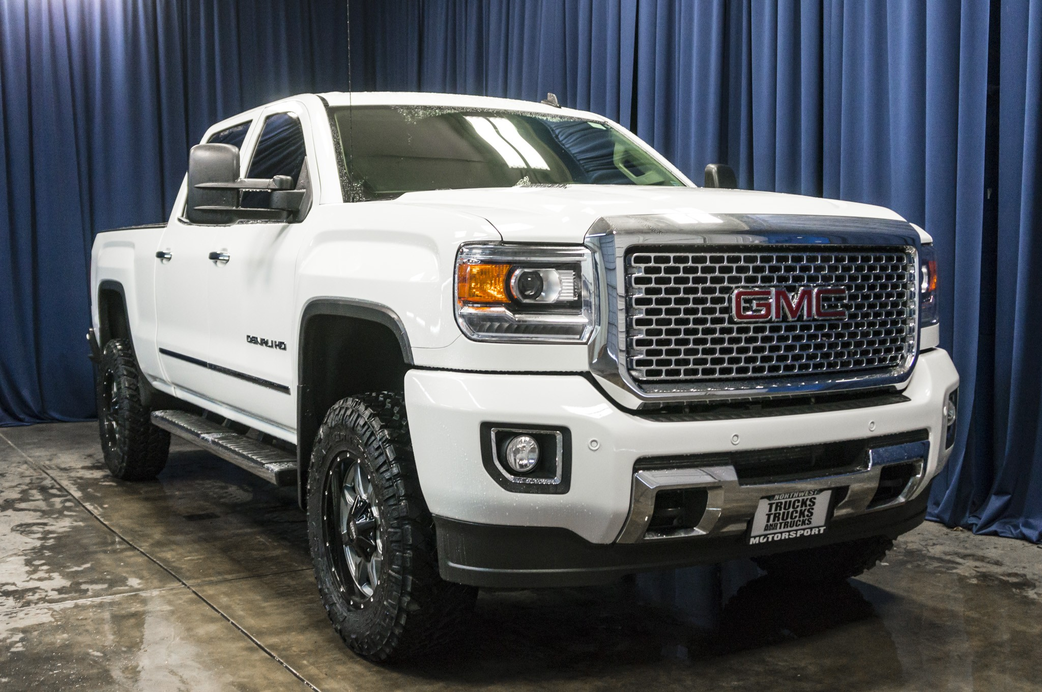 used lifted 2015 gmc sierra 2500hd denali 4x4 diesel truck for sale 39396. Black Bedroom Furniture Sets. Home Design Ideas