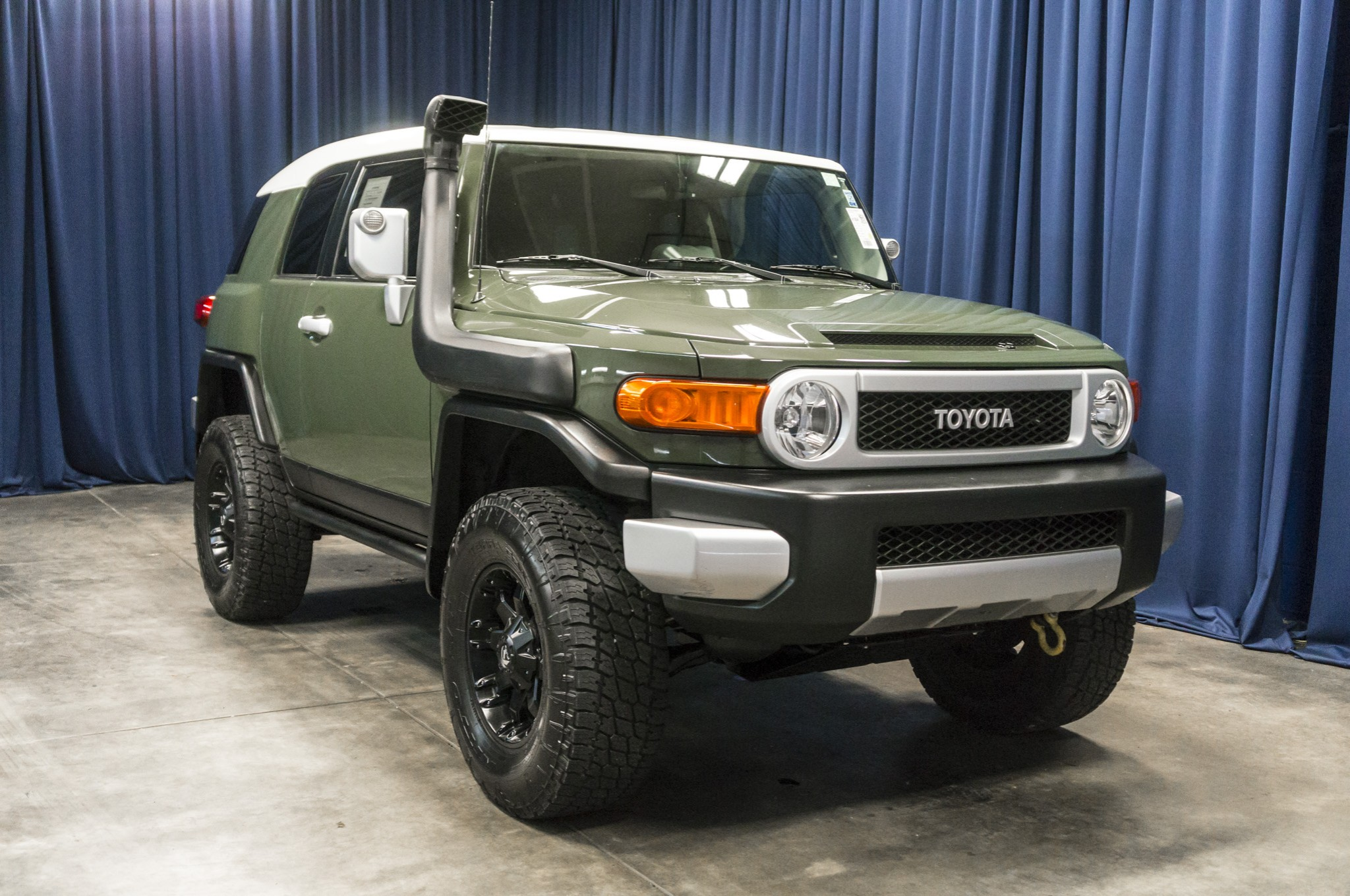 used lifted 2013 toyota fj cruiser team offroad 4x4 suv for sale 41554. Black Bedroom Furniture Sets. Home Design Ideas