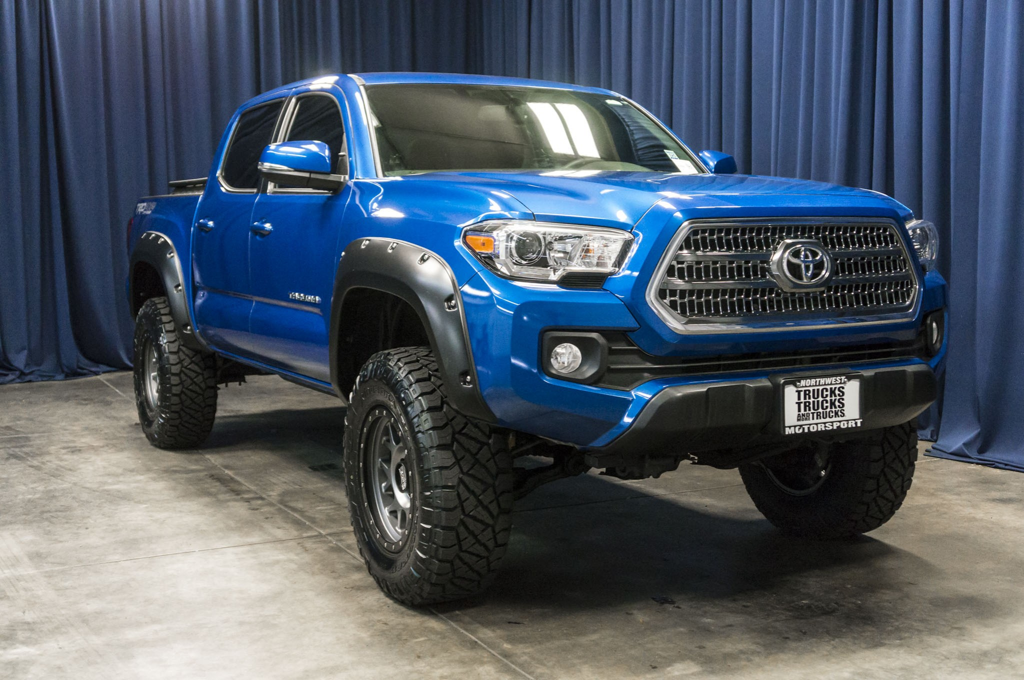 used lifted 2017 toyota tacoma trd off road 4x4 truck for. Black Bedroom Furniture Sets. Home Design Ideas