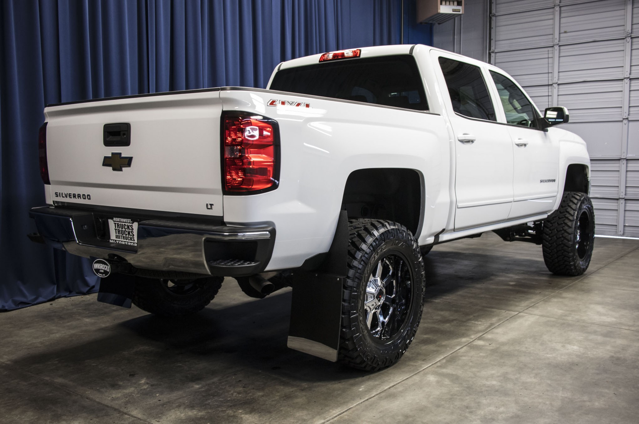 used lifted 2017 chevrolet silverado 1500 lt 4x4 truck for sale 41777. Black Bedroom Furniture Sets. Home Design Ideas