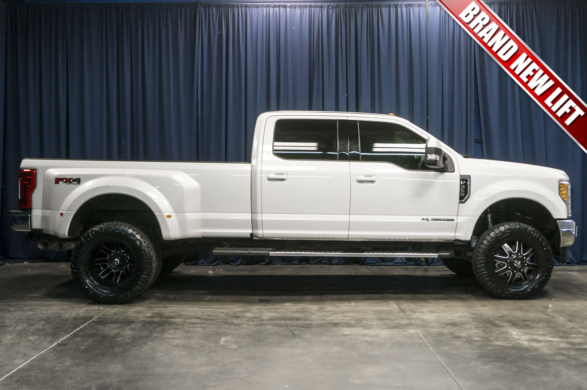 used lifted 2017 ford f 350 lariat dually 4x4 diesel truck. Black Bedroom Furniture Sets. Home Design Ideas