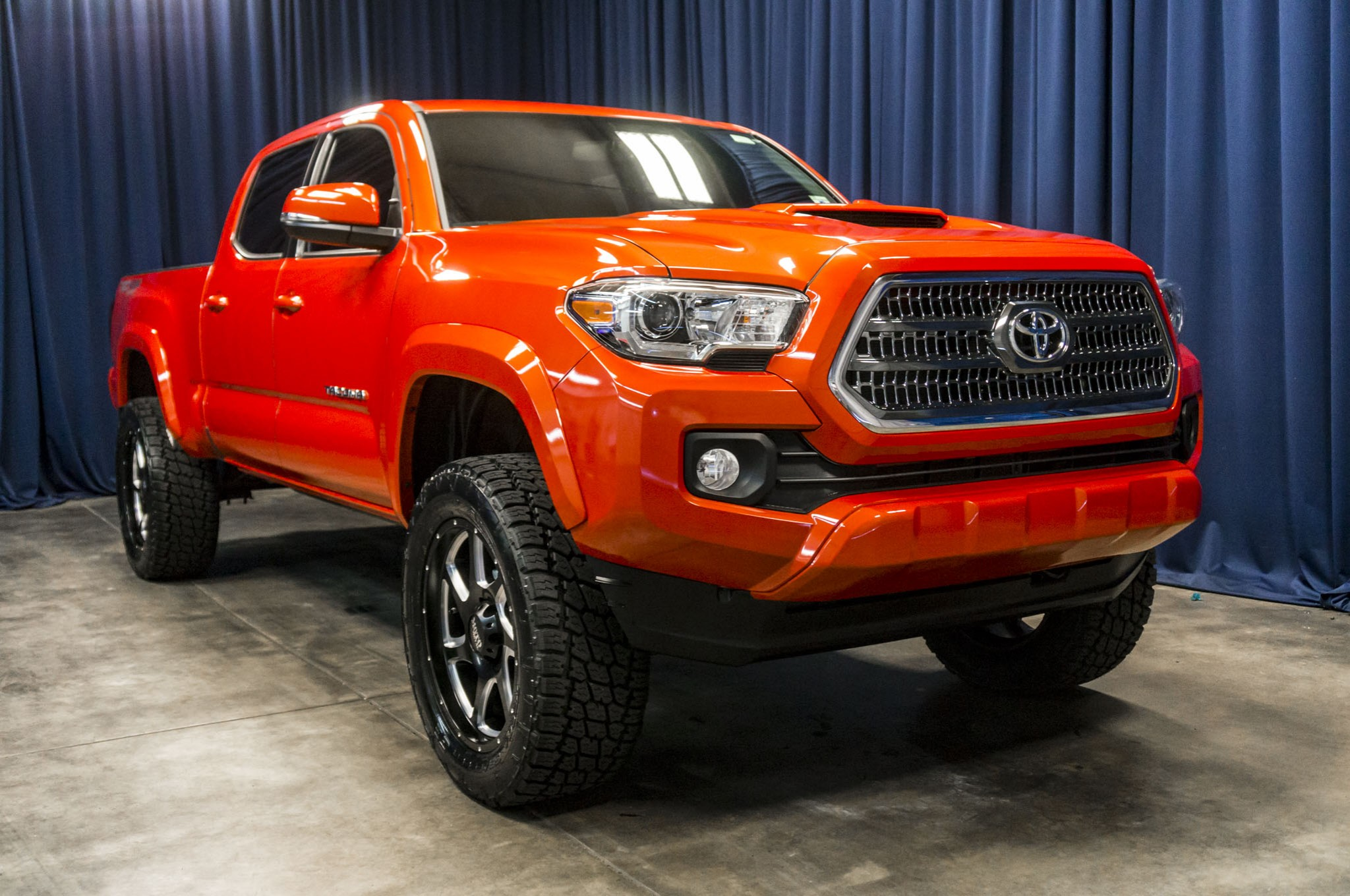 used lifted 2017 toyota tacoma trd sport 4x4 truck for. Black Bedroom Furniture Sets. Home Design Ideas