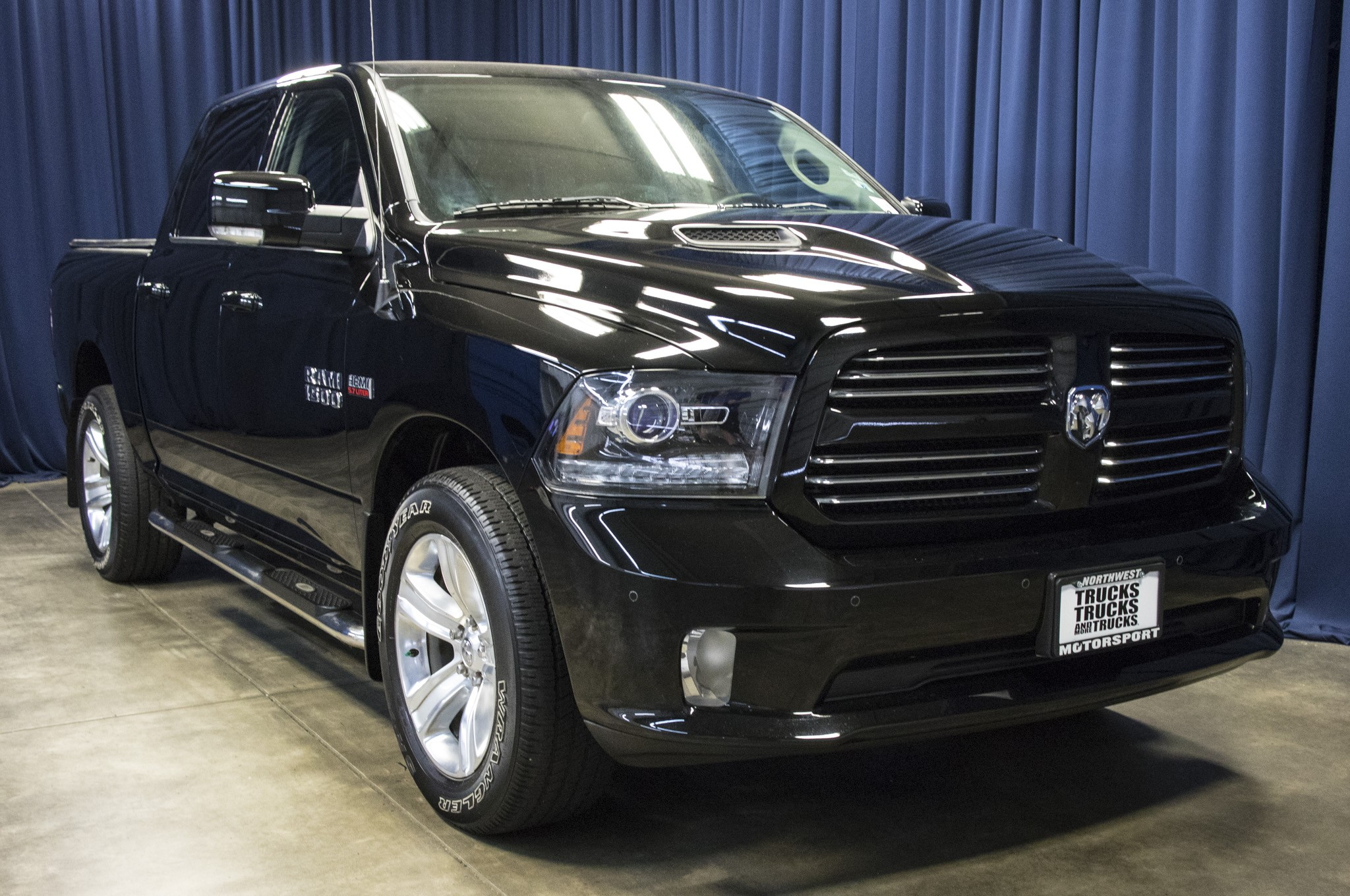 used 2014 dodge ram 1500 sport 4x4 truck for sale 42291. Black Bedroom Furniture Sets. Home Design Ideas