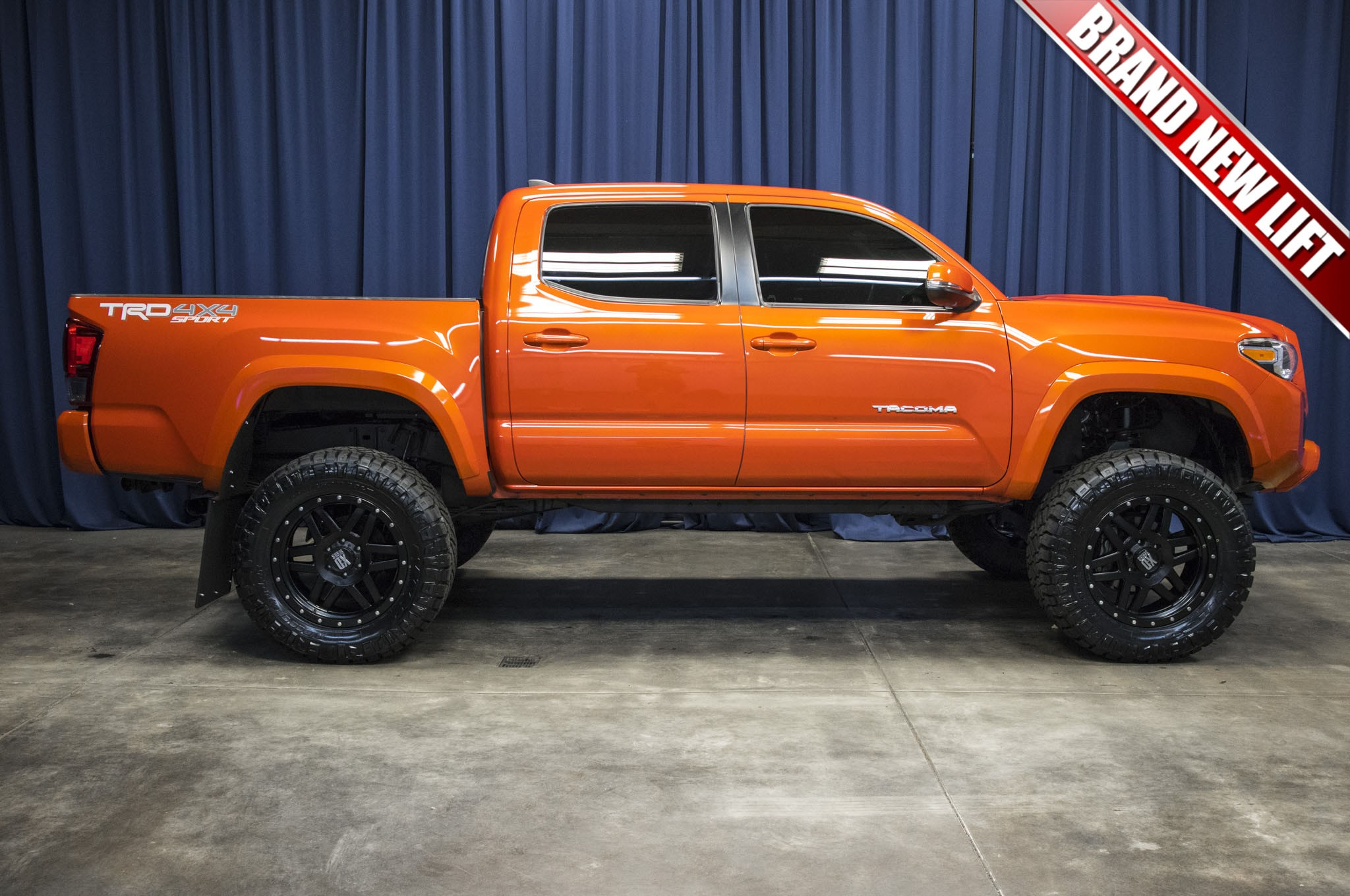 used lifted 2016 toyota tacoma trd sport 4x4 truck for sale 42523. Black Bedroom Furniture Sets. Home Design Ideas