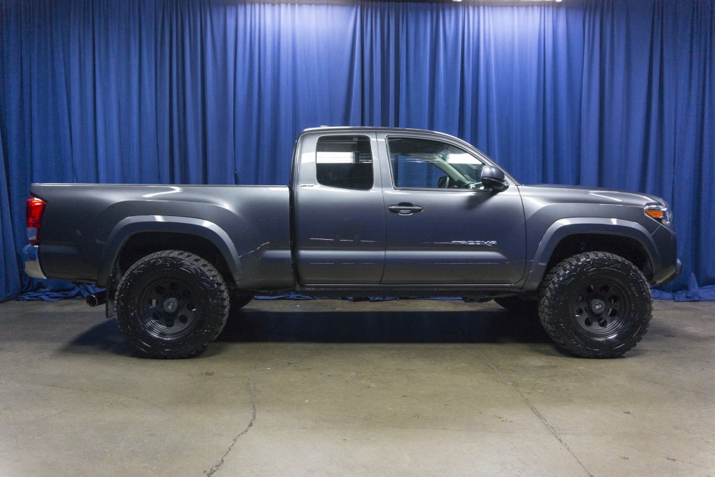 used lifted 2016 toyota tacoma sr5 4x4 truck for sale 42569b. Black Bedroom Furniture Sets. Home Design Ideas