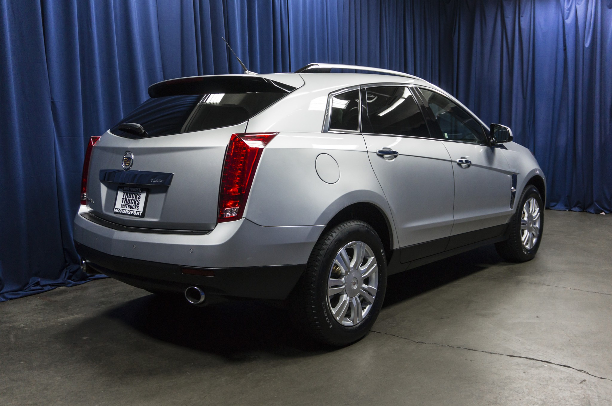 detail luxury used suv at cadillac srx collection