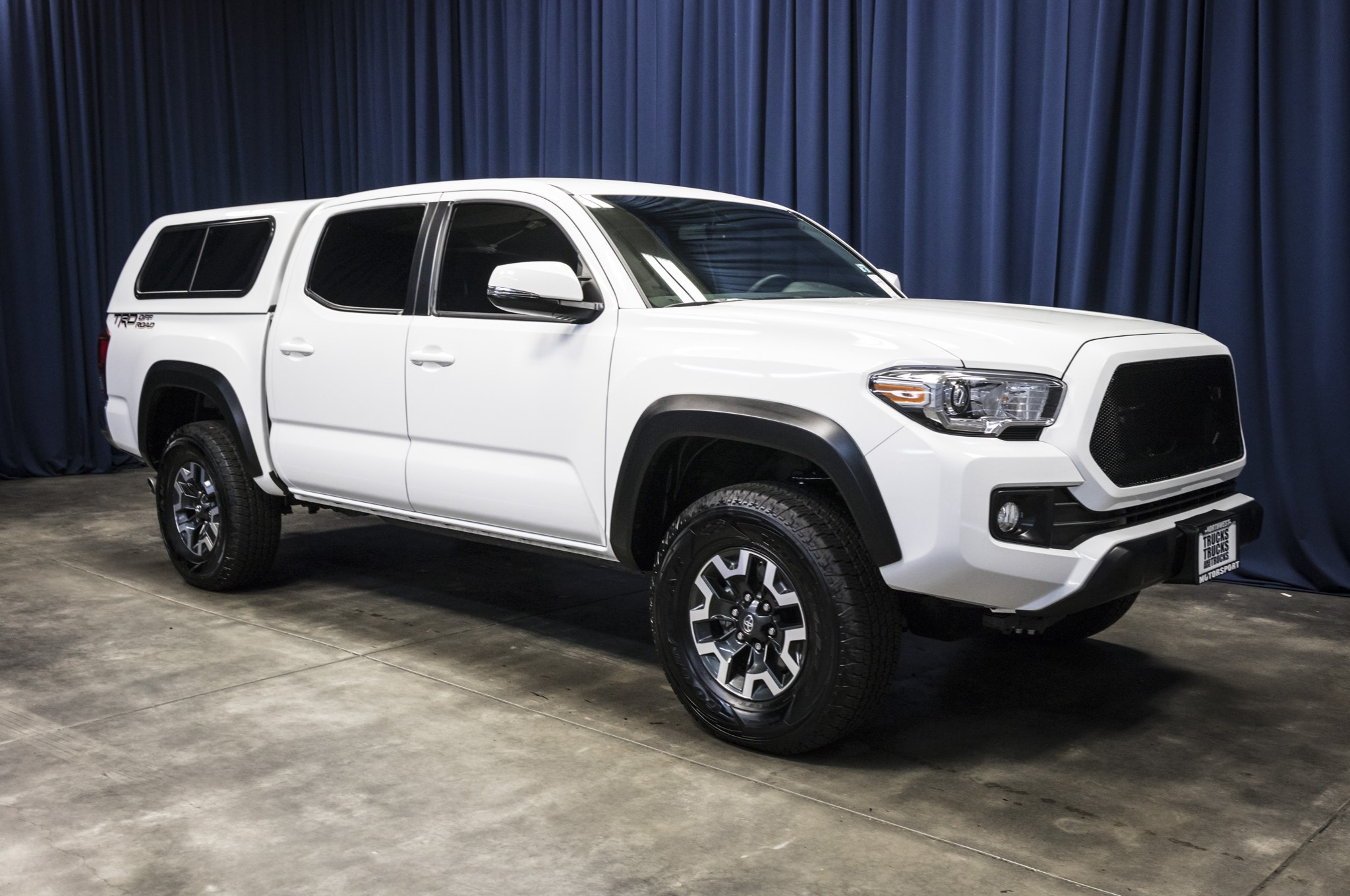 used 2017 toyota tacoma trd off road rwd truck for sale 43629a. Black Bedroom Furniture Sets. Home Design Ideas
