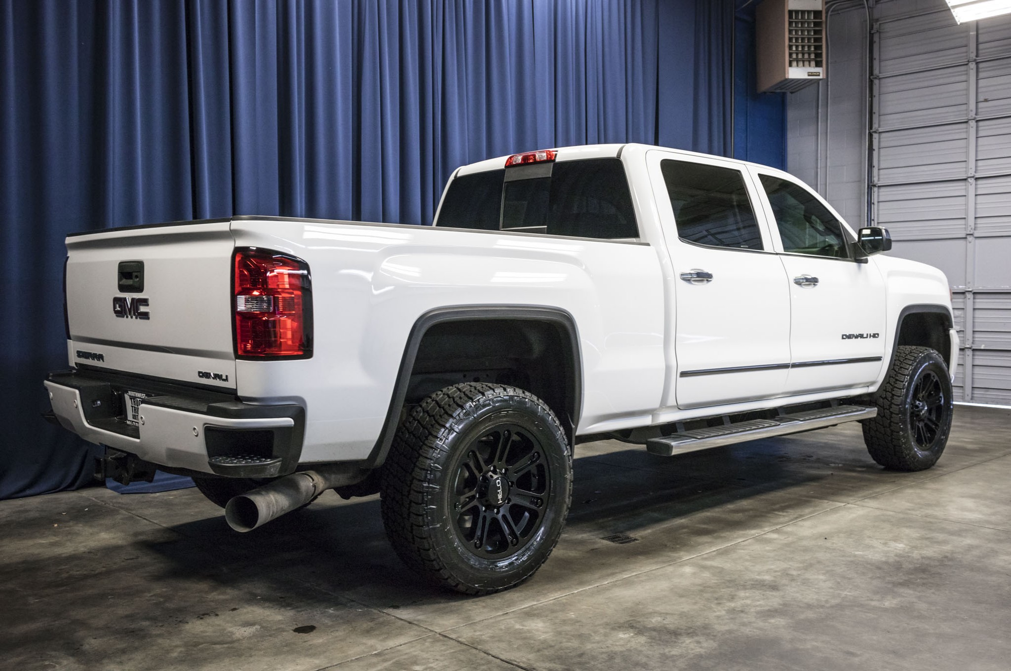 used lifted 2015 gmc sierra 2500 denali 4x4 diesel truck for sale 43656. Black Bedroom Furniture Sets. Home Design Ideas