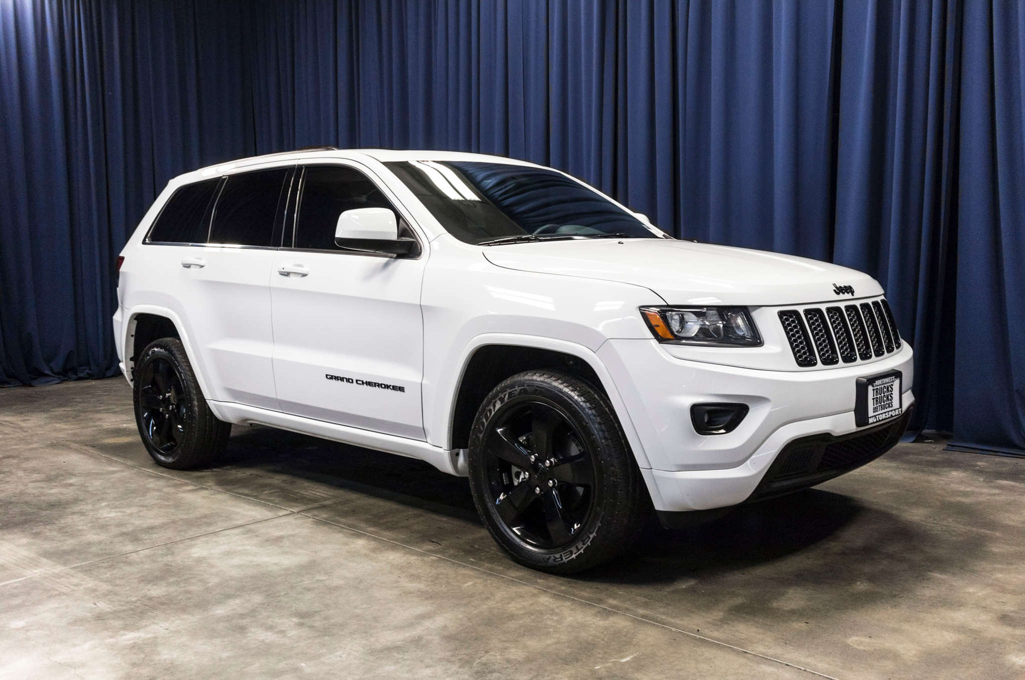 Used 2015 Jeep Grand Cherokee Altitude 4x4 SUV For Sale M