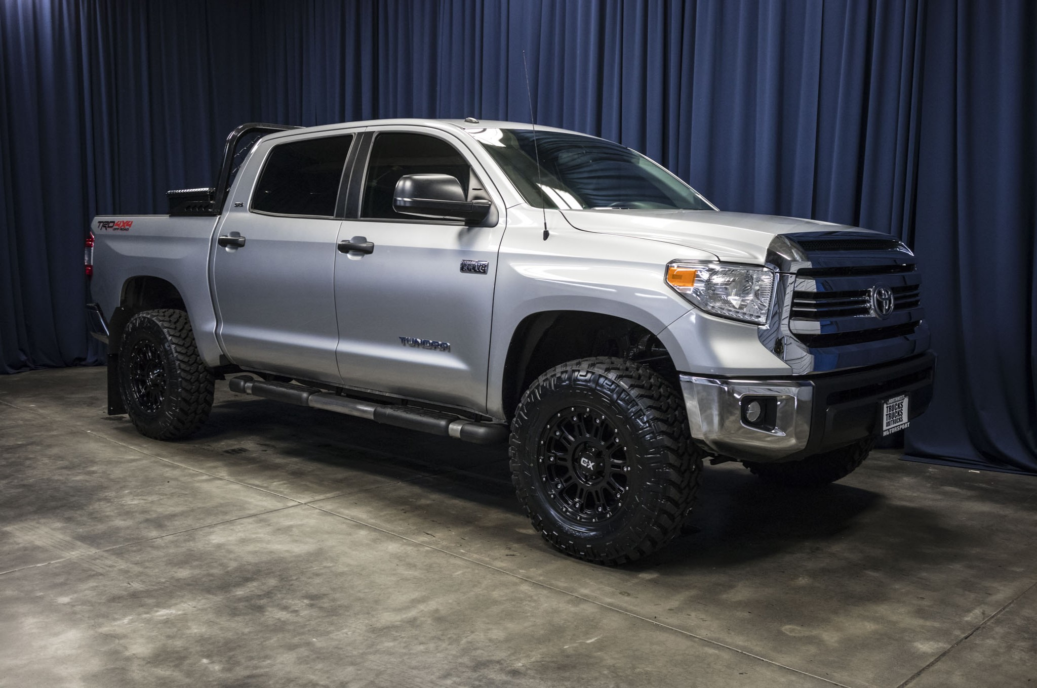 used lifted 2016 toyota tundra sr5 trd off road 4x4 truck. Black Bedroom Furniture Sets. Home Design Ideas