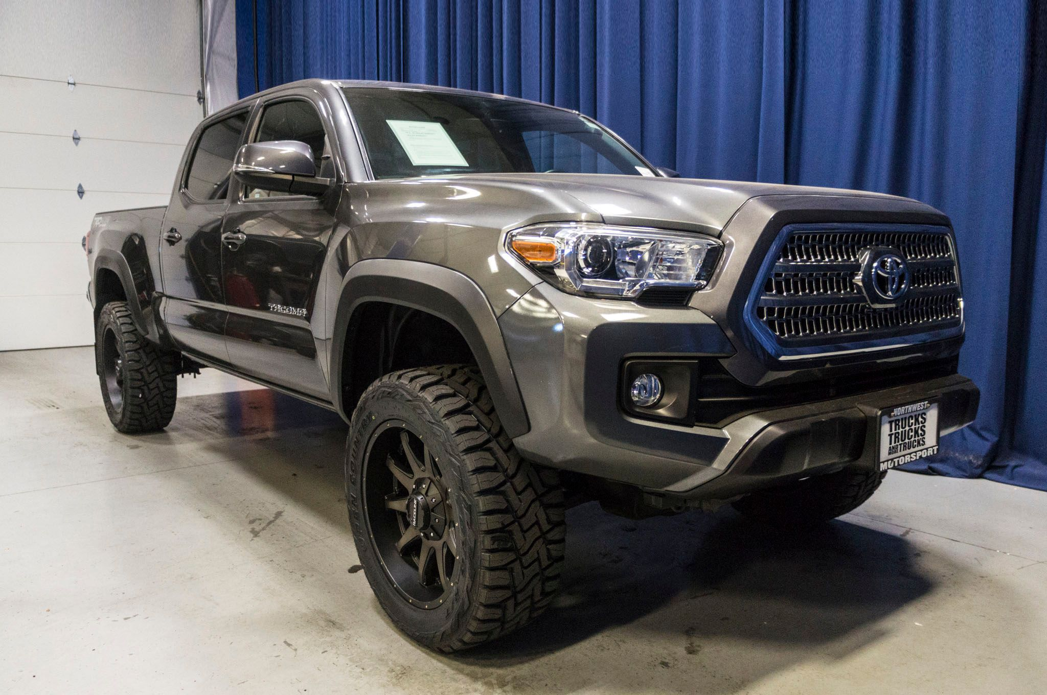 used lifted 2016 toyota tacoma trd off road 4x4 truck for sale 44780a. Black Bedroom Furniture Sets. Home Design Ideas