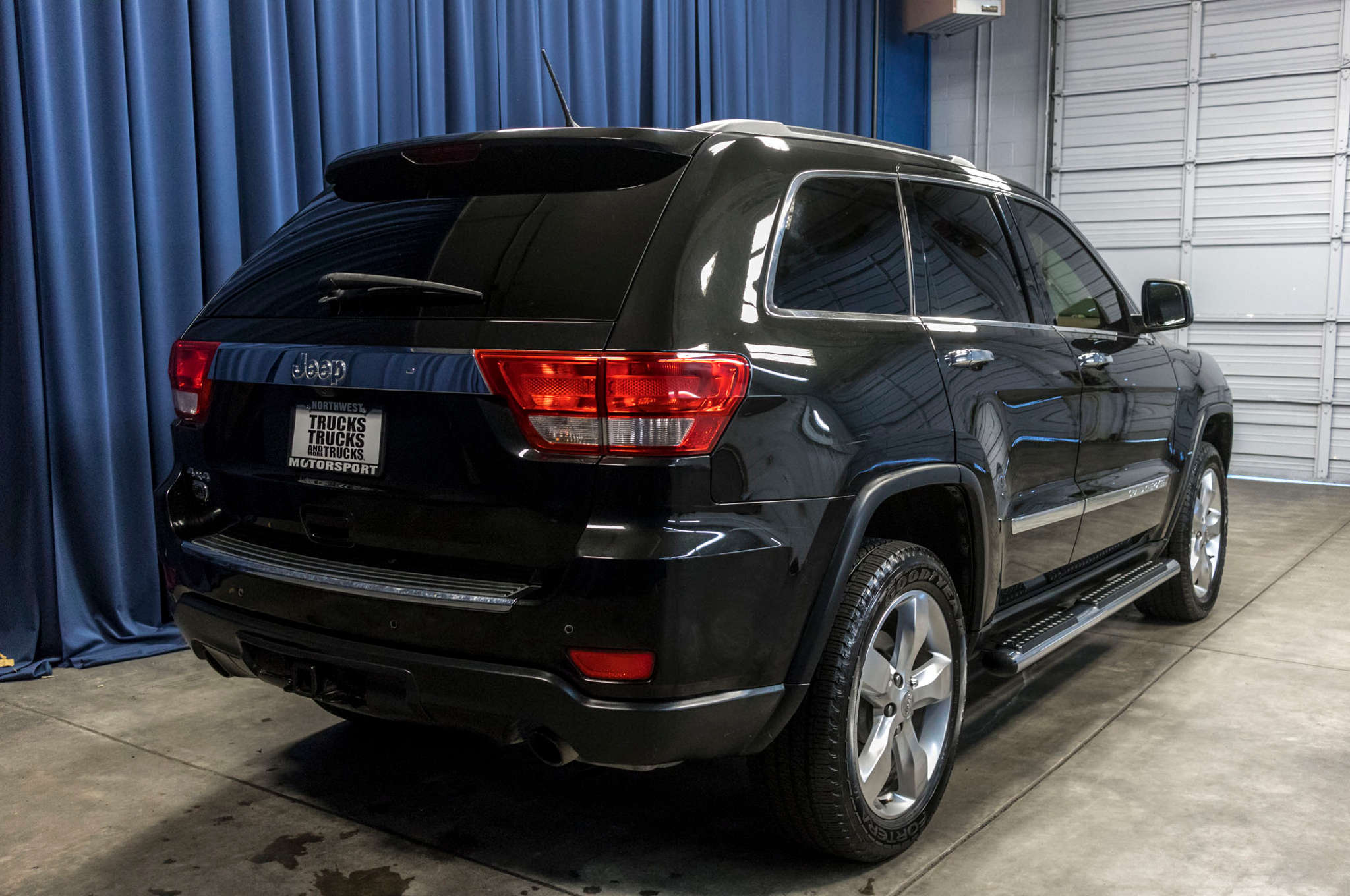 Used 2011 Jeep Grand Cherokee Overland 4x4 SUV For Sale