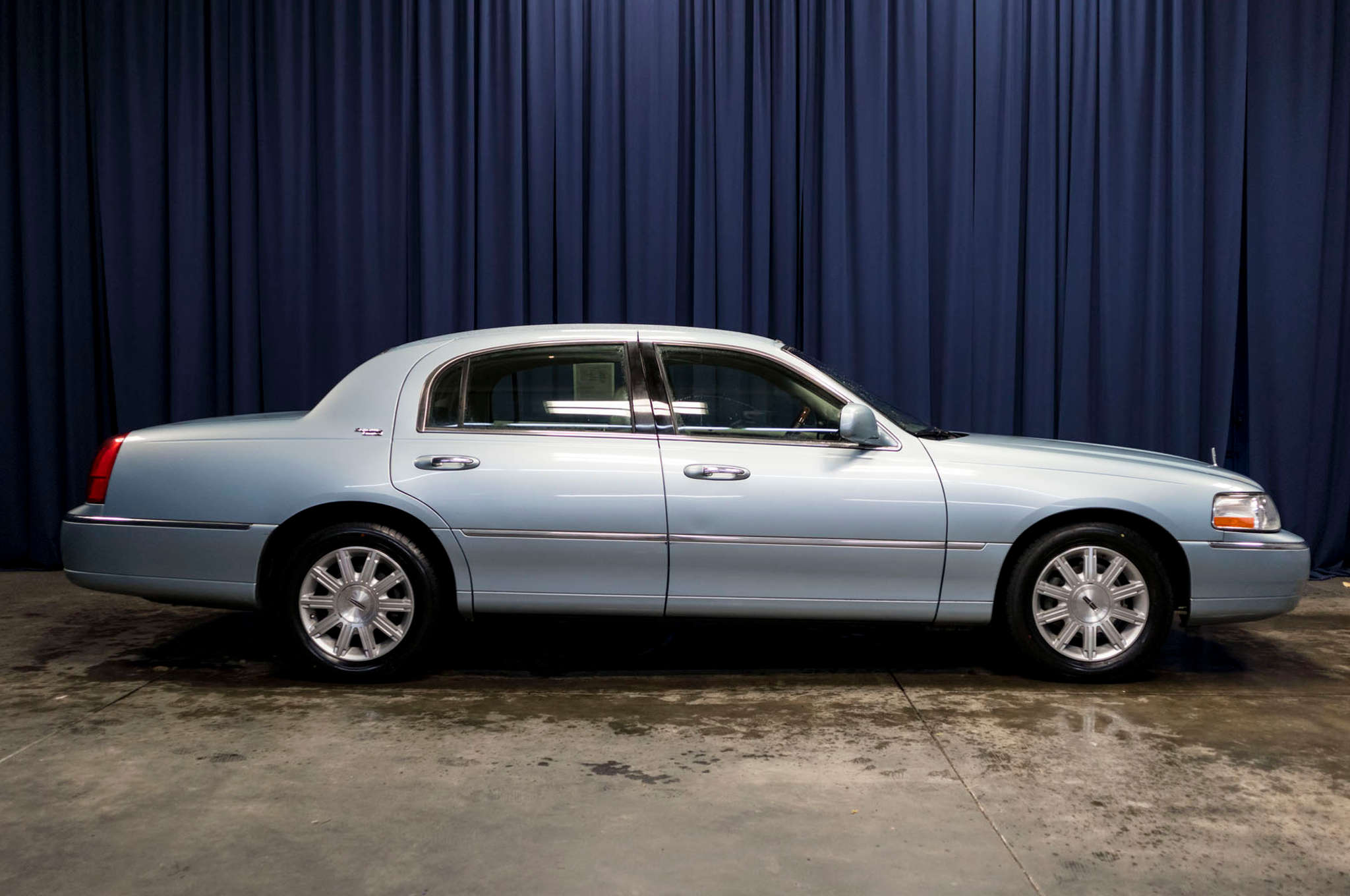 end car lincoln town damage front app sold s