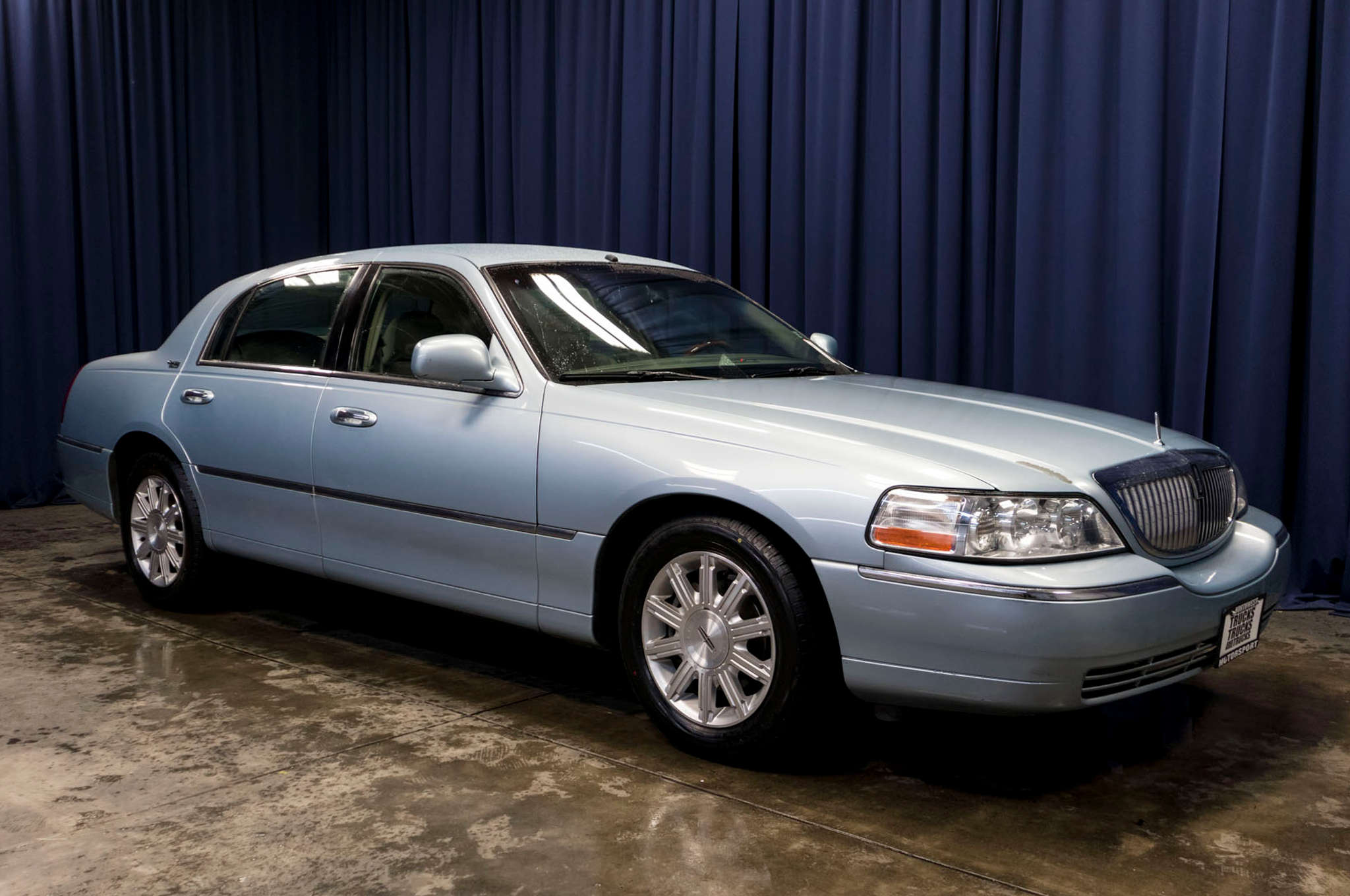signature car town vibrant limited white colors lincoln