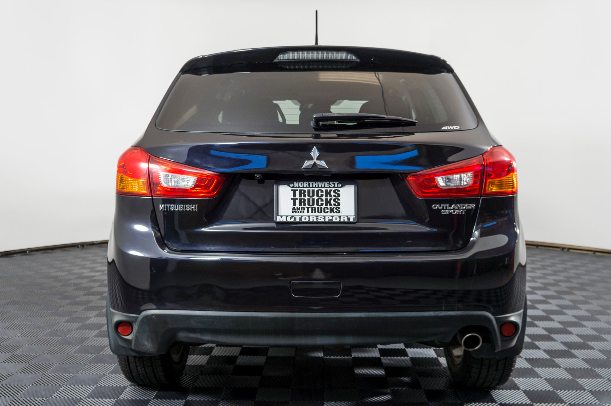 review mitsubishi plus se our suv family the outlander
