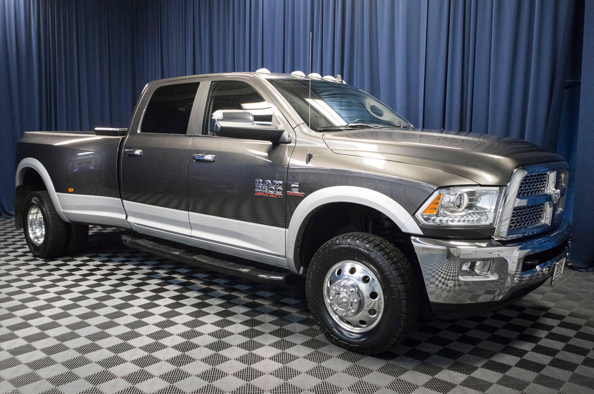 used 2017 dodge ram 3500 laramie dually 4x4 diesel truck for sale 47670. Black Bedroom Furniture Sets. Home Design Ideas