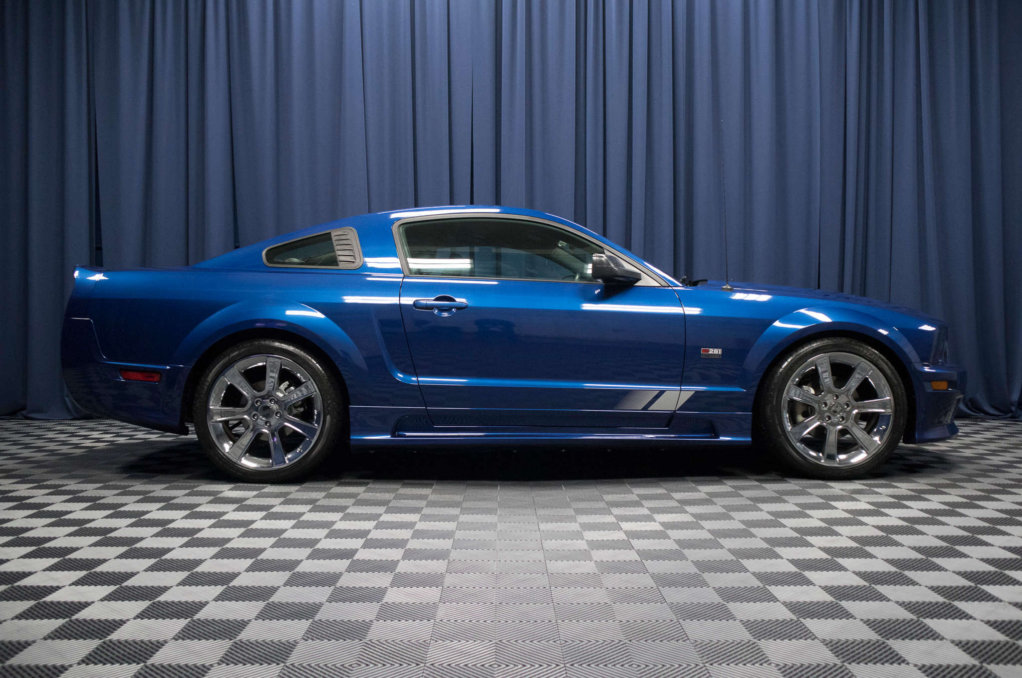 used 2006 ford mustang s281 saleen rwd coupe for sale 48660. Black Bedroom Furniture Sets. Home Design Ideas