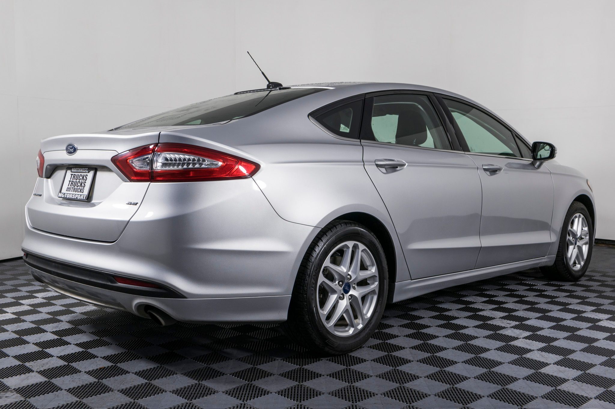 Used 2014 Ford Fusion SE FWD Sedan For Sale