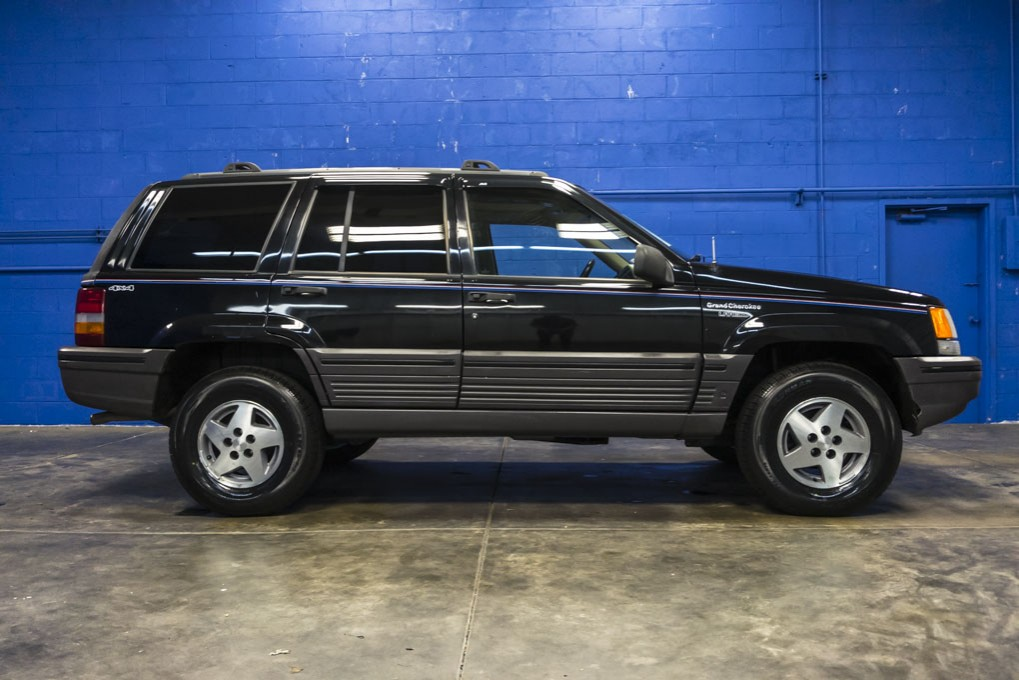used 1995 jeep grand cherokee laredo 4x4 suv for sale northwest motorsport. Black Bedroom Furniture Sets. Home Design Ideas